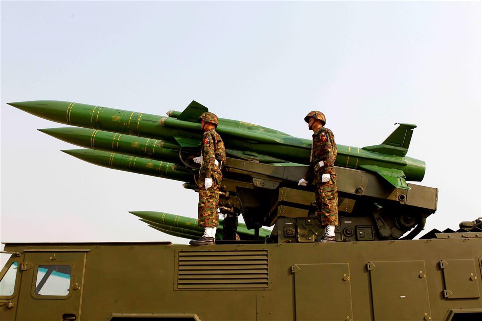BM'nin komisyon önerisine 'hayır' deyip silahlı geçit yaptı