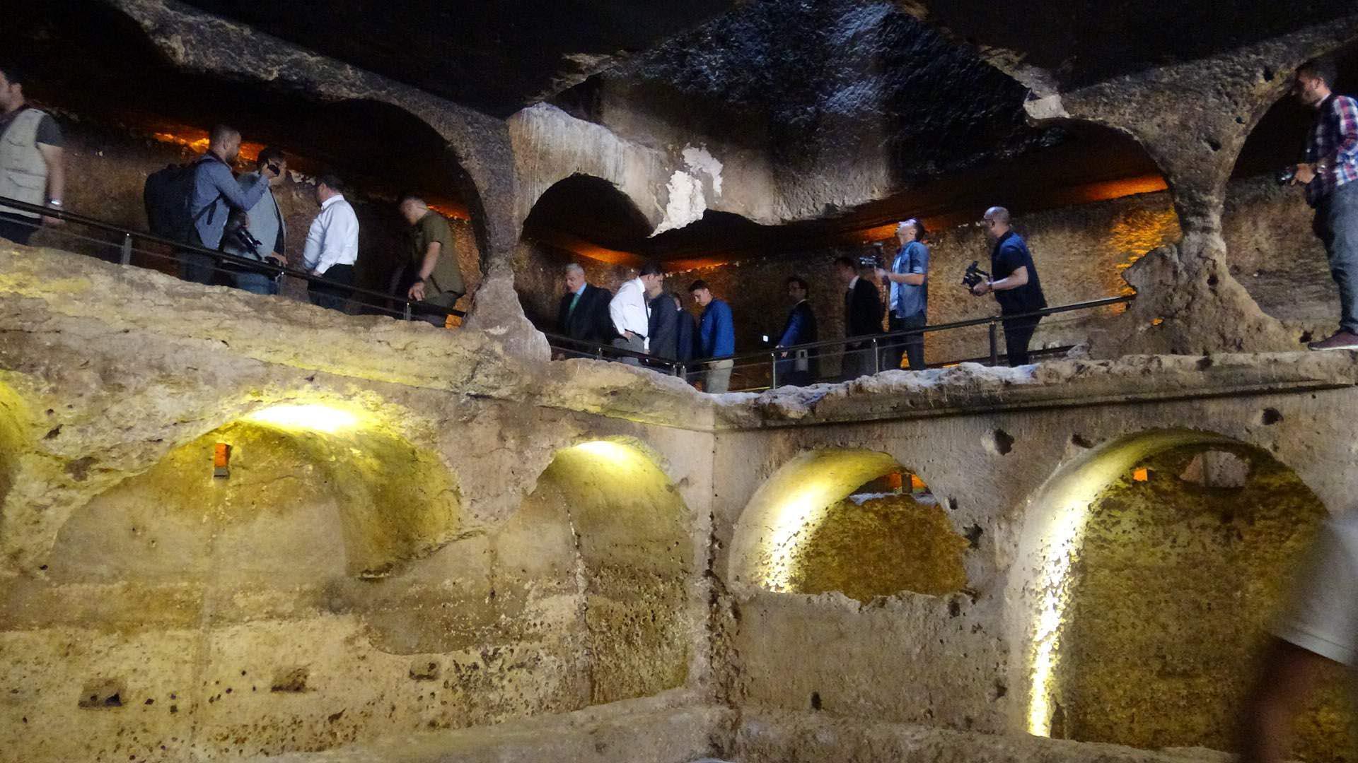 Kuzey Kürdistan'daki 1400 yıllık galeri mezar ilk defa ziyaretçilere açıldı