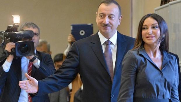 Serokê Ezerbêcanê hevjîna xwe kir hevserok .