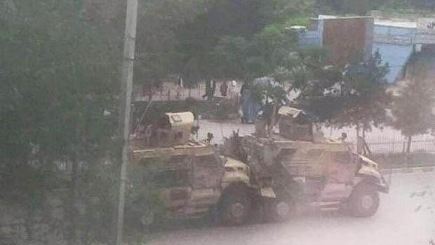 Konvoya leşkerî ya NATOyê rastî êrişê hat