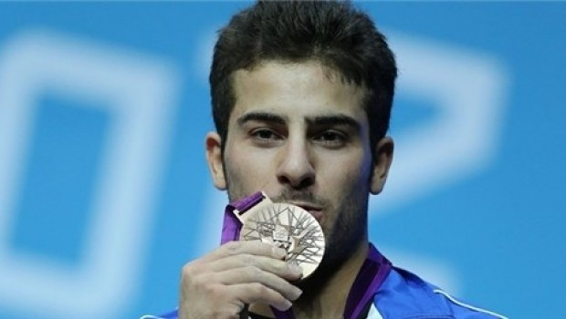Şampiyonê Olempîkê ya Kurd xelata xwe diyariyê mexdûrên erdheja Kirmaşanê kir