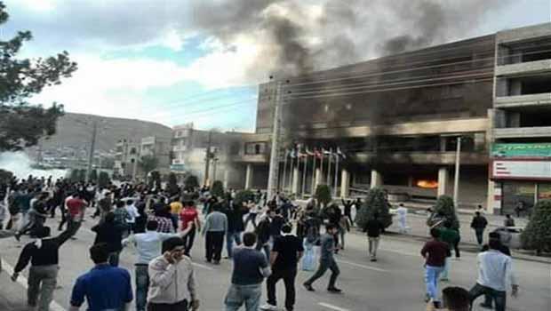 Doğu Kürdistan'da halk-polis çatışması