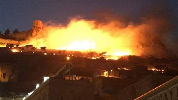 Tarihi Mardin Kalesi'nde peş peşe yangın
