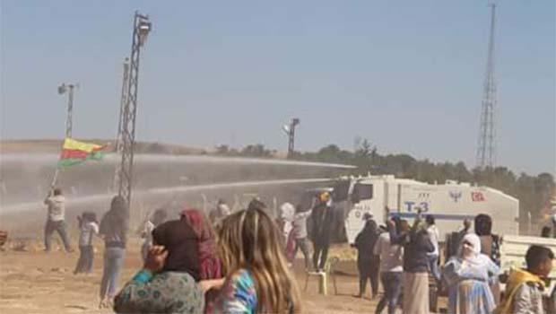 Kobani'de duvar gerilimi: 1 ölü 42 yaralı!