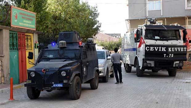 Van ve Hakkari'de operasyon: Gözaltılar var