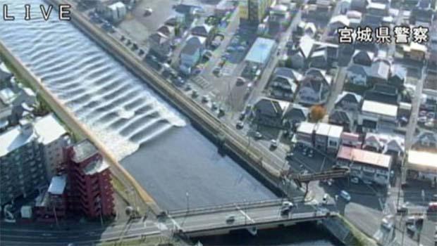 Japonya'da deprem sonrası tsunami dalgaları kıyılara ulaştı