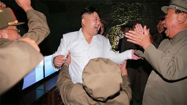 Kim Jong-Un alkolü fazla kaçırıp, komutanları ağlatmış!