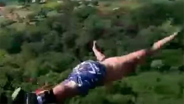 Brezilyalı adamın bungee jumping denemesi trajik bitti [VİDEO]
