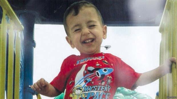 Bosnalı heykeltıraş, Alan Kurdi'yi kalemine nakşetti