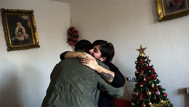 Makedon polisle Kürt sığınmacının ilk görüşte aşkı