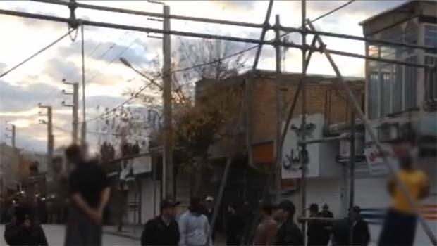 İran 2 Kürdü meydanda astı