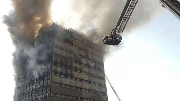 Tahran'da 17 katlı iş merkezi yandı, sonra da çöktü!