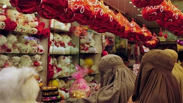Pakistan'da Sevgililer Günü yasaklandı