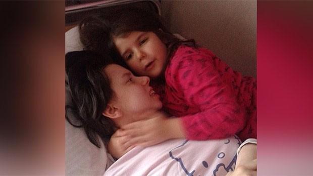 7 sene sonra komadan uyandı ve kızıyla tanıştı