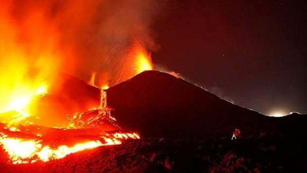 Etna Yanardağı patladı: 10 yaralı