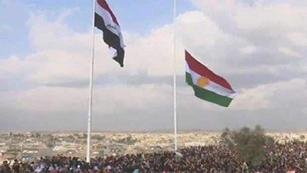 Kürdistan bayrağı Kerkük Kalesi'nde dalgalanıyor