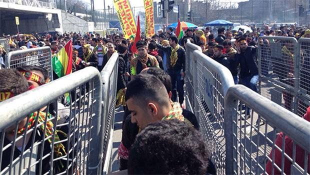 Newroz'a bıçakla girmek isteyen bir kişi vuruldu