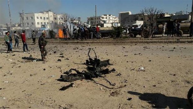 IŞİD, Azez'de bomba yüklü araç patlattı