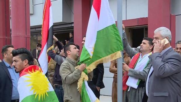 Kerkük'te Meclis kararıyla Kürdistan bayrağı gönderde