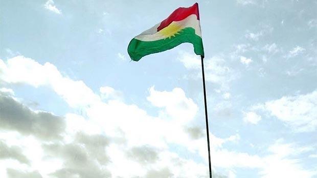 Kerkük'ün Dûbiz ilçesinde de Kürdistan bayrağı göndere çekildi