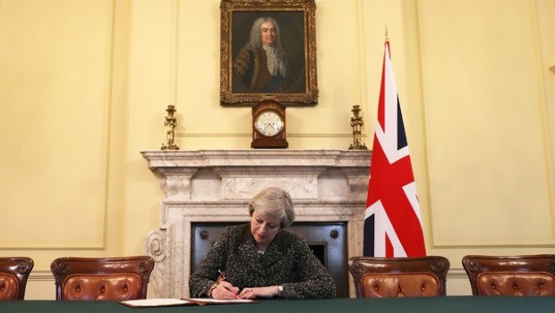 Ve tarihi imzayı attı! Brexit bugün resmen başlıyor