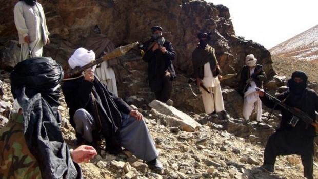 Afganistan'da 200 Taliban üyesi teslim oldu