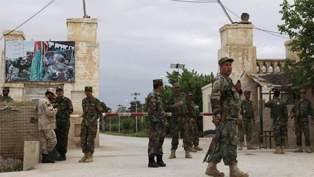 Taliban'dan Afganistan'da askeri üsse saldırı