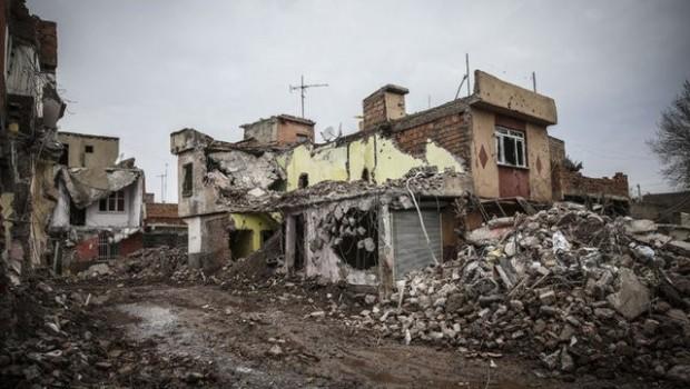 Sur'da iki mahallede yıkım başlıyor, mahalleli tepkili