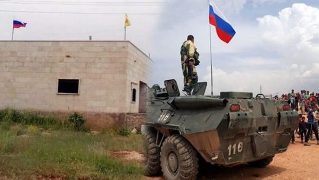 Afrin'de Rusya ve YPG bayrakları yan yana