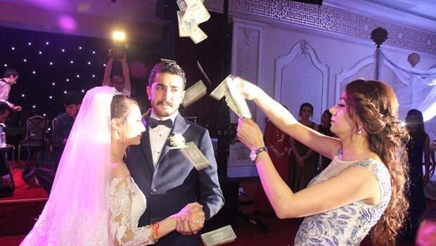 Urfa'da düğünde dolar yağmuru