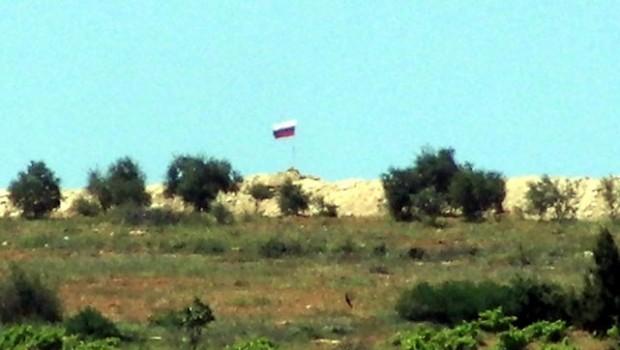 Afrin'e Rus Bayrağı asıldı