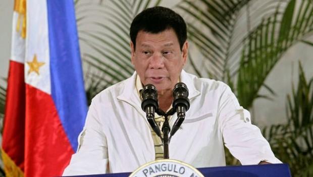Filipinler Devlet Başkanı, silahlı grupları orduya alacak