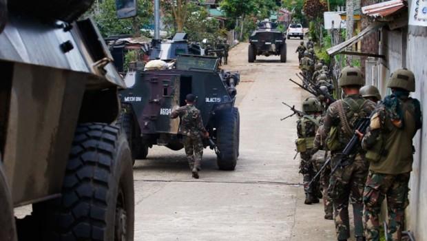Filipinler IŞİD'in elindeki kenti geri almak için hava harekatı başlattı