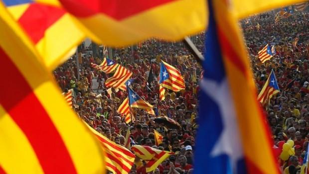 Katalanlar: İspanya istemese de referanduma gideceğiz.
