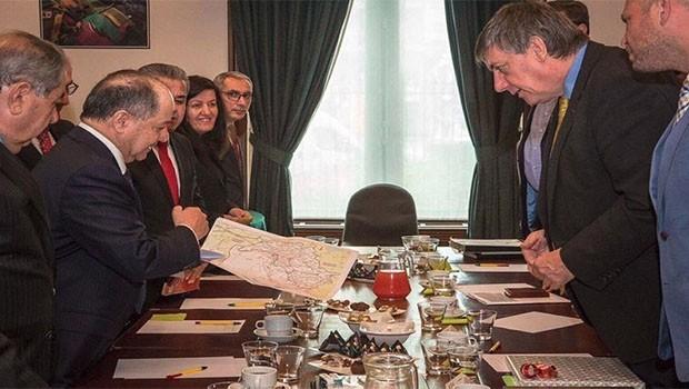 Başkan Barzani, Brüksel'de Kürdistan haritasıyla bilgilendirdi!