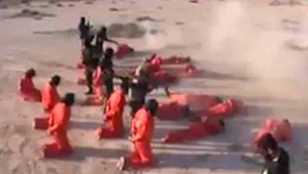 IŞİD'liler turuncu tulumlarla kurşuna dizildi!