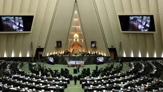 İranlı milletvekili polisin burnunu kırdı