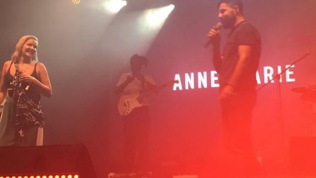 Cizreli Mehmet ile Anne Marie sahnede düet yaptı