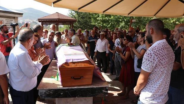 Aysel Tuğluk'un annesi Dersim'de toprağa verildi