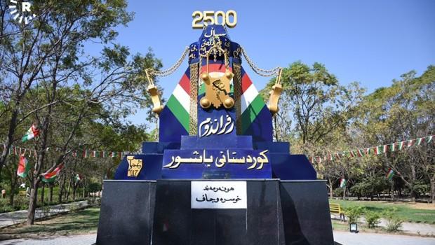 Kürdistan Parlamento karşısına bağımsızlık anıtı