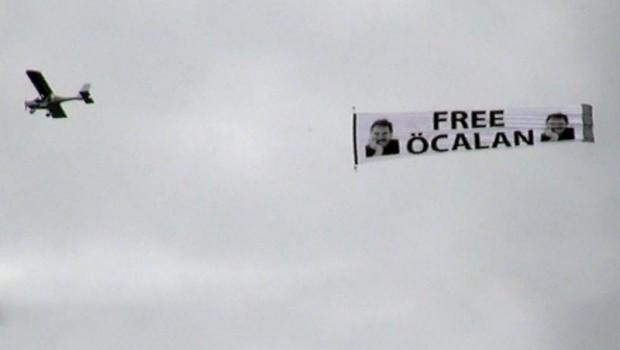 Almanya ile Türkiye arasında  'Öcalan pankartı' krizi