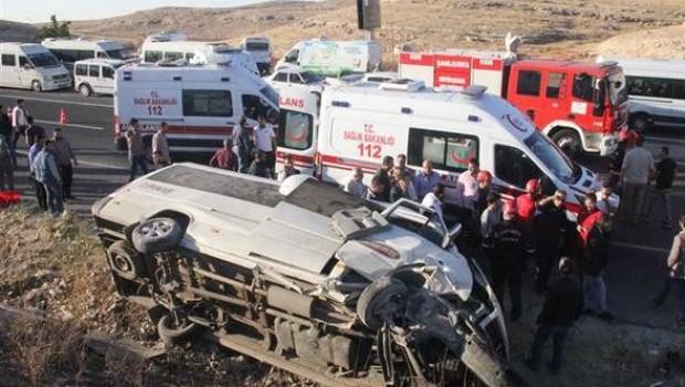Urfa'da işçi servisi devrildi: 14 yaralı