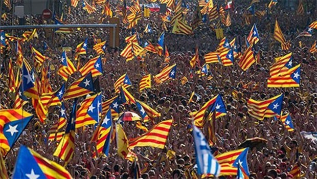 İspanya'dan Katalonya'ya perşembeye kadar süre