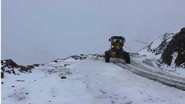 Muş'ta kar nedeniyle kapanan yollar, ulaşıma açıldı