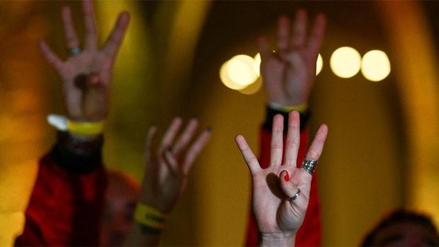 Katalonya'da seçimleri bağımsızlık yanlıları kazandı