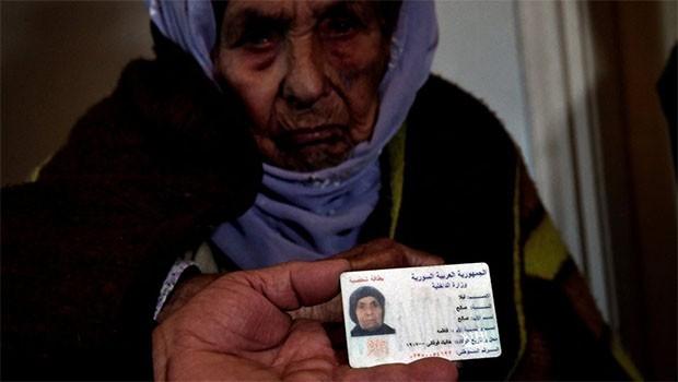 110 yaşındaki Rojavalı kadın göç yollarında