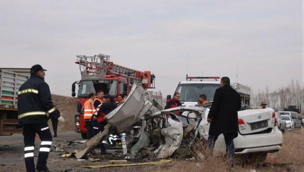 Ağrı'da feci kaza: Biri çocuk 4 kişi hayatını kaybetti