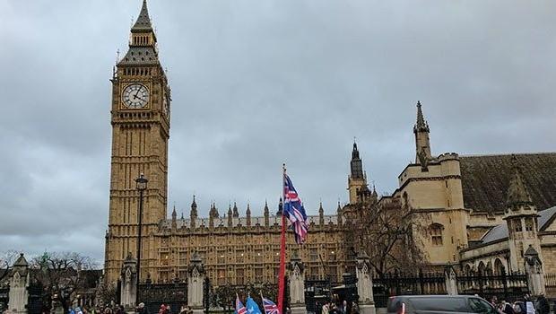 İngiltere'de Kürdistan tartışması: Göz yumdunuz