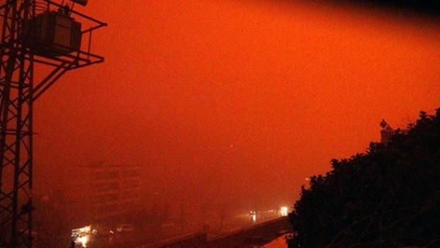 Mardin ve Diyarbakır'da gökyüzü kızıla büründü