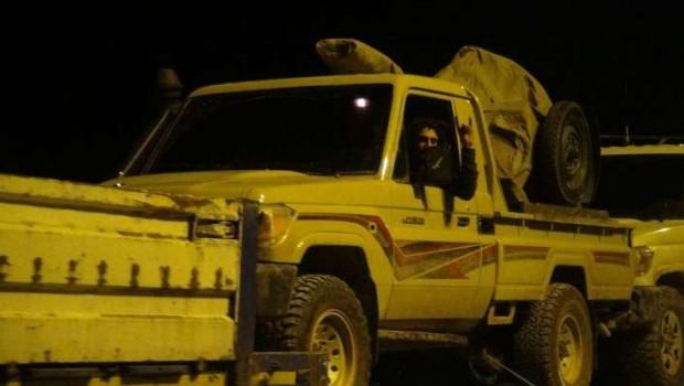 Tanklar ve ÖSO birliklerini taşıyan araçlar sınırı geçiyor